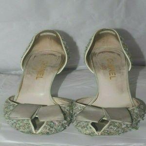 Used  Vtg Chanel Tweed heels sz 40 As is